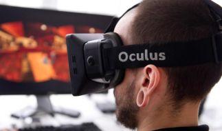 """Mit der 3D-Brille """"Oculus Rift"""" werden Bewegungen der Blickrichtung in Echtzeit in ein Videospiel übertragen. (Foto)"""