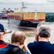 Weltgrößtes Containerschiff «MSC Zoe» legt in Hamburg (Foto)