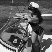 Mandy Capristo - Feuchte Spielchen im Bikini (Foto)