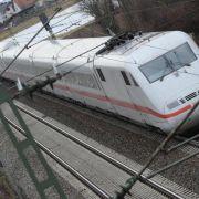 Wegen Flammen und Rauch: Mehrere Züge müssen stoppen (Foto)