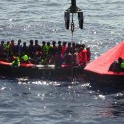 Flüchtlingsboot kentert vor Libyen: Hunderte Tote befürchtet (Foto)