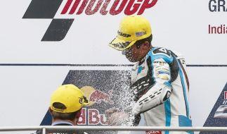 Philipp Oettl feiert seinen dritten Platz. (Foto)