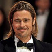 Brad Pitt wurde nun dabei gesichtet, wie er in Beverly Hills im Rollstuhl eine Klinik verließ