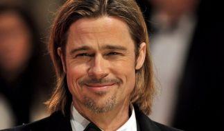 Brad Pitt wurde nun dabei gesichtet, wie er in Beverly Hills im Rollstuhl eine Klinik verließ (Foto)