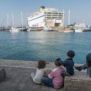 Erste syrische Flüchtlinge gehen in Kos an Bord von Fähre (Foto)