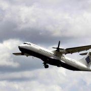 Flugzeug mit 54 Menschen in Indonesien vermisst (Foto)