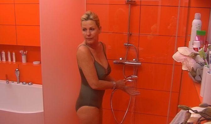 Da kann Schauspielerin Anja Schüte einfach nicht mithalten. Auch wenn sie ihren Körper mit 50 durchaus noch sehen lassen kann.