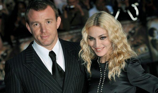 Bei diesem Paar musste die Frau zahlen: Madonna und Guy Ritchie. Nach acht Jahren war ihre Ehe vorbei - und zwar ohne Rosenkrieg in der Öffentlichkeit. Die Sängerin bezahlte 76 Millionen Dollar. (Foto)