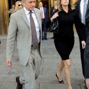 Als Michael Douglas im Jahr 1977 seine Diandra heiratete, dachte er wohl nicht daran, einen Ehevertrag abzuschließen. 21 Jahre später kam ihn das teuer zu stehen: 45 Millionen Dollar musste der Schauspieler an seine Ex-Ehefrau zahlen.