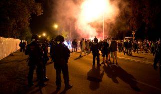 Rechte Demonstranten blockierten in Heidenau in Sachsen eine Flüchtlingsunterkunft. Die Polizei musste einschreiten. (Foto)