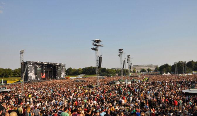 In Leipzig begrüßten 70.000 Fans die Toten Hosen. (Foto)