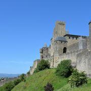 Paar stürzt beim Liebesspiel von Burgmauer (Foto)