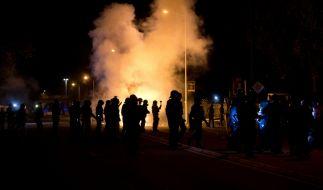 Nach den rechtsextremen Übergriffen am vergangenen Wochenende hat sich nun die Bundesregierung zu Wort gemeldet. Die Reaktion erfolgt spät und zurückhaltend. Die Lage in Deutschland wird sich so nicht entschärfen. (Foto)