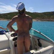 Welcher Schauspieler macht hier auf nackten Käptn Iglo? (Foto)