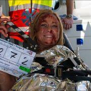 Darum liegt sie blutverschmiert im Krankenwagen (Foto)