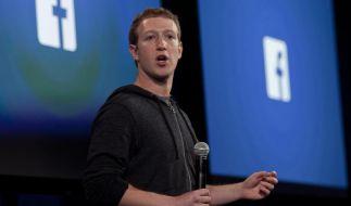 Mark Zuckerberg sichtlich erfreut: Facebook hat erstmals die Marke von einer Milliarde Nutzern an einem Tag erreicht. (Foto)