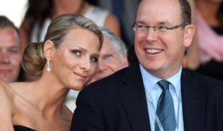 Fürst Albert II und seine Charlene Wittstock. (Foto)