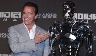 """So kennen wir ihn: Arnold Schwarzenegger bei der Premiere von """"Terminator Genisys"""" in Seoul. (Foto)"""
