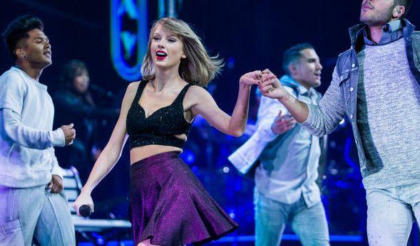 Taylor Swift soll sich ihre Beine angeblich vor ihrer Welt-Tournee für 40 Millionen Dollar versichert haben. Kann Sie nicht über die Bühne hopsen, gehen die Kosten für ausgefallene Konzerte schnell in Millionenhöhe. (Foto)