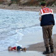 Ertrunkenes Flüchtlingskind - Mutmaßliche Schleuser gefasst (Foto)