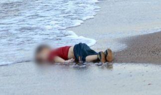 Dieser kleine Junge ist im Mittelmeer ertrunken - er war mit einer Gruppe syrischer Flüchtlinge unterwegs. (Foto)