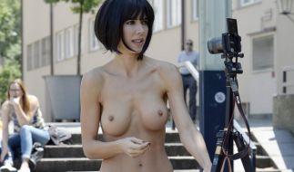 Milo Moiré erschafft mit ihrem nackten Körper Kunstwerke. (Foto)