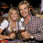 Mal ehrlich, ist das etwa noch süß? Helene und Freund Florian Silbereisen im Trachten-Partner-Look.