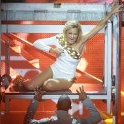 Dann doch lieber als gut verpackte Britney-Spears-Kopie im knappen Body.