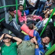 Erster Sonderzug mit Flüchtlingen in Österreich unterwegs (Foto)