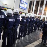 13.000 Flüchtlinge kamen am Wochenende nach Deutschland (Foto)