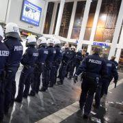Rechtsextremisten demonstrieren in Dortmund gegen Flüchtlinge (Foto)