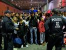 Flüchtlinge am Bahnhof von München. Die Bundesregierung hat ein Milliardenpaket für Flüchtlinge geschnürt. (Foto)