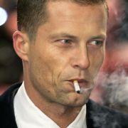 Als echter Mann darf es dann auch einmal eine Zigarette sein, allerdings erst nach ...