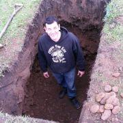 Entfesselungskünstler lässt sich lebendig begraben - und stirbt fast (Foto)