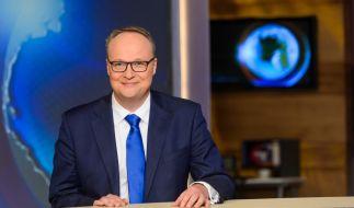 """Mit spitzer Zunge kommentiert Oliver Welke nach der Sommerpause wieder die Ereignisse und Nachrichten der Woche in der """"heute-show"""". (Foto)"""
