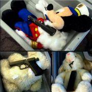 Schlangen in Strumpfhosen und Mickey Mouse als Revolver-Held (Foto)