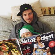 """Er zeigt seinem Baby-Neffen den """"Playboy"""" (Foto)"""