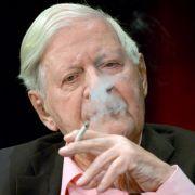 Arzt stellt klar: Alt-Kanzler darf weiter rauchen (Foto)
