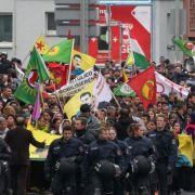 Krawalle zwischen Türken und Kurden in Deutschland (Foto)