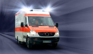 Für den Rettungswagen wurde das Durchkommen zum Opfer zu einem Spießrutenlauf. (Foto)