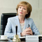 In der Mediathek: Iris Berben veralbert Angela Merkel (Foto)