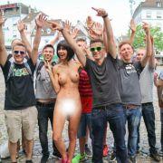 Wer will ein ungezogenes Nackt-Selfie? (Foto)