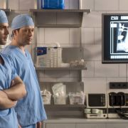 In der ARD-Wiederholung: Retten die Ärzte Bens Bein? (Foto)