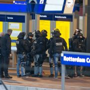 Evakuierter Thalys in Rotterdam: Mann von Polizisten überwältigt (Foto)
