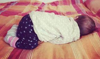 Was für ein knuffiges Bild! Voller Mama-Stolz postete Tessa Bergmeier einen ersten Schnappschuss ihrer Tochter. (Foto)