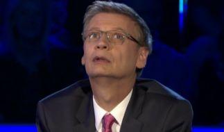 Günther Jauch ärgert sich über seinen Patzer. (Foto)