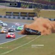 Horror-Crash! Sohn von Formel-1-Legende überschlägt sich (Foto)