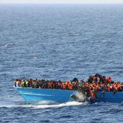 Seenotrettung im Mittelmeer: Tausende Menschen sind mit überfüllten Booten bereits gekentert und ertrunken.
