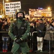 Den Pegida-Anhängern bei den Kundgebungen in deutschen Städten stellen sich tausende Gegner in den Straßen entgegen.