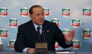 """Silvio Berlusconi scheint ein Magnet für Skandale zu sein. Diesmal hat es zwei seiner Vertrauten erwischt. Gegen sie wird ein Berufsverfahren neu aufgerollt, weil sie ihm Frauen """"beschafft"""" haben sollen. (Foto)"""